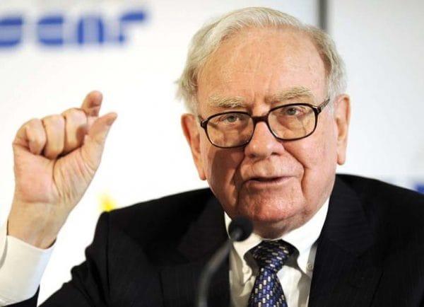 Ông đã cam kết cho đi 4% số cổ phiếu của mình tại tập đoàn Berkshire Hathaway mỗi năm.