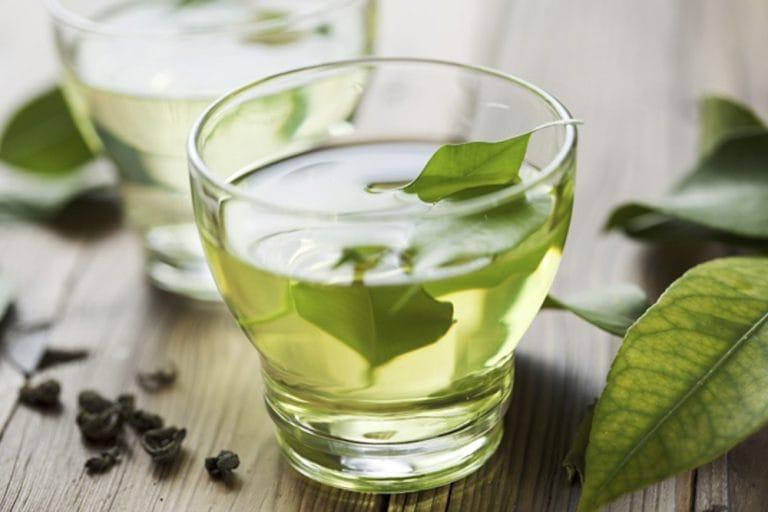 Uống nhiều trà xanh