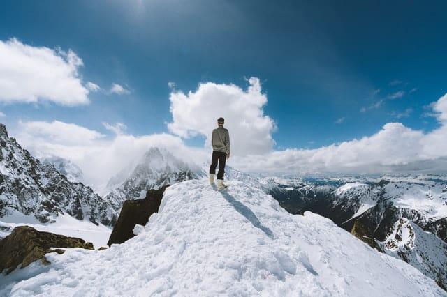 """""""Nếu có sự kiên nhẫn, bạn sẽ giữ được chiếc đầu lạnh trong khi người khác đang phát điên."""" - Warren Buffett"""