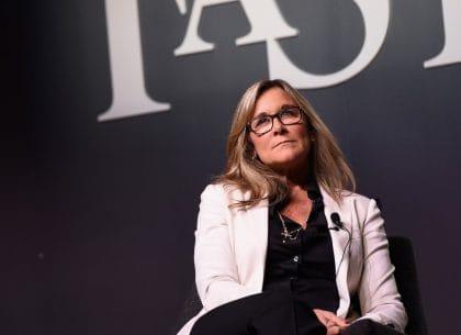 Angela Ahrendts, người đứng đầu các hoạt động bán lẻ của Apple
