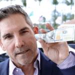 Triệu phú tự thân Grant Cardone nói rằng tiết kiệm tiền mặt là việc vô ích; hãy dùng nó vào việc đầu tư.