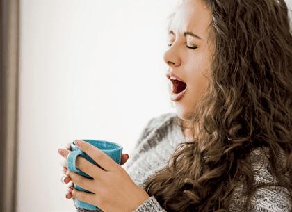 Nếu thường xuyên cảm thấy mệt mỏi thì đó có thể là dấu hiệu cảnh báo có điều gì đó bất thường bên cạnh việc buồn ngủ.