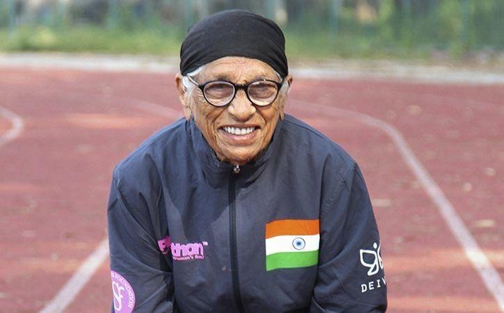 Bà Man Kaur - người vừa giành lấy tấm huy chương vàng trong cuộc đua điền kinh dành cho vận động viên thuộc nhóm tuổi từ 100 đến 104.