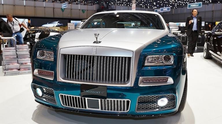 Rolls-Royce luôn tạo dấu ấn của riêng mình bằng các vật liệu thượng hạng và đánh mạnh vào kỹ thuật thủ công điêu luyện
