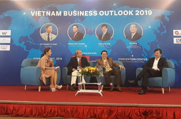 """Ông Đặng Văn Thành nói: """"Doanh nhân là sự phân công của xã hội, lý tưởng kinh doanh phải thấm vào trong máu, đó là luôn phải nghĩ cái gì tốt cho xã hội, giải quyết công ăn việc làm, nộp ngân sách."""