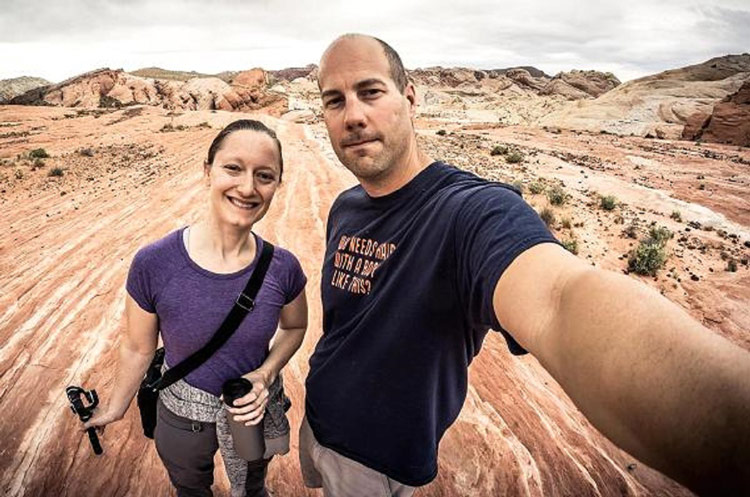 Steve và Courtney Adcock đã nghỉ hưu ở tuổi 36 và dành toàn bộ thời gian còn lại để đi du lịch