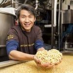 Minh Tsai tại xưởng sản xuất đậu phụ Hodo của mình