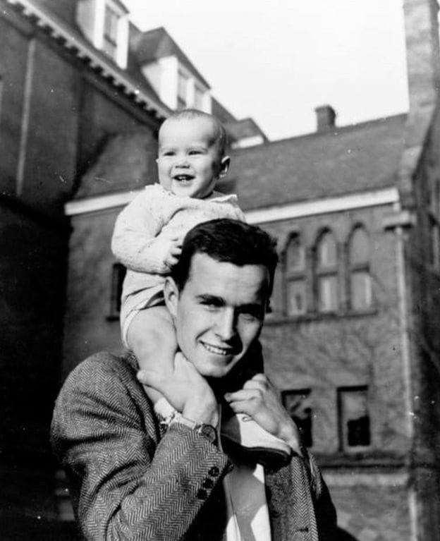 Bush cha và gia đình