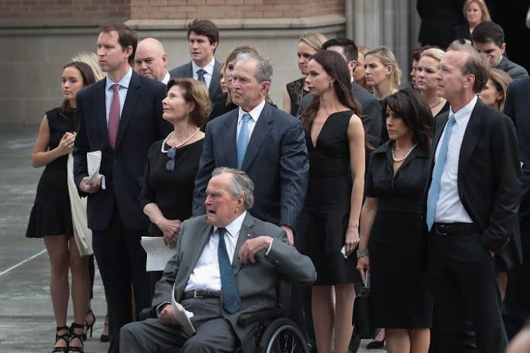 Bush đau lòng trước sự đau lòng của vợ