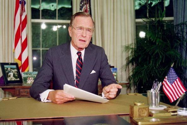 Tuy nhiên, nhiệm kỳ của ông cũng chứng kiến sự than phiền của cả 2 đảng Dân chủ và Cộng hòa
