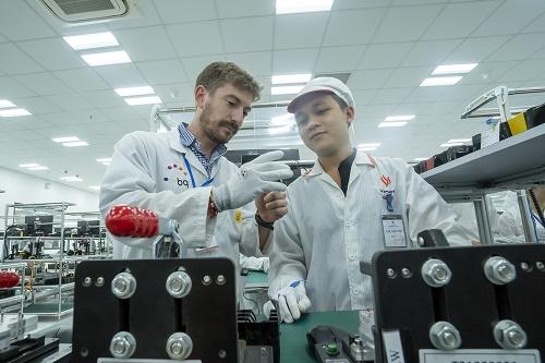 VinSmart cho biết đã quy tụ được đội ngũ các nhà khoa học và chuyên gia nghiên cứu, thiết kế và phát triển sản phẩm cao cấp, dày dạn kinh nghiệm từ các Viện nghiên cứu và các công ty công nghệ hàng đầu thế giới.