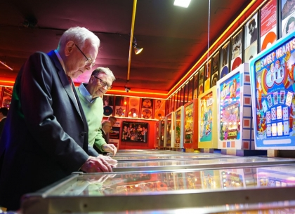 Warren Buffett và pin - ball