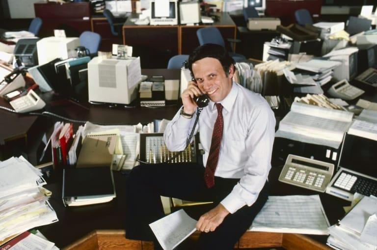 Milken đầu quân cho công ty Drexel Burnham với quyết tâm thực hiện sứ mệnh tự nhận về mình bằng cách đầu cơ vào những loại trái phiếu nói trên - giới tài chính gọi đó là junk bond, một loại trái phiếu có độ rủi ro thanh toán cao.