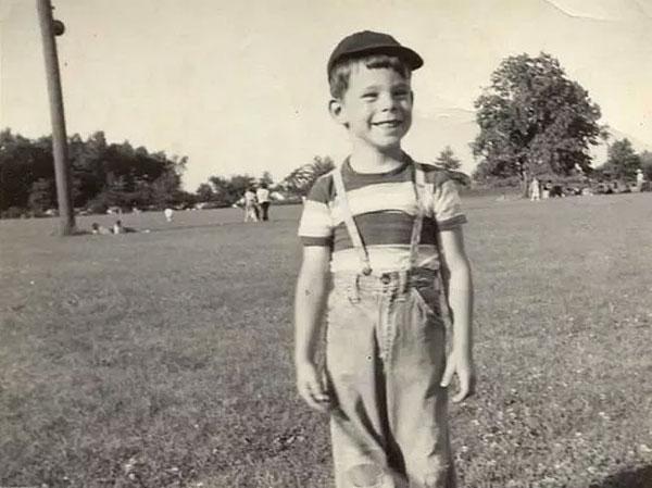 Stephen King có một tuổi thơ không êm đẹp