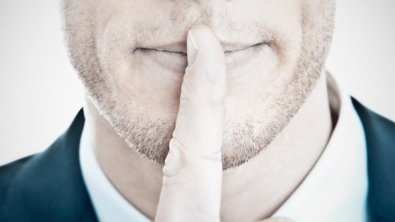 giữ im lặng trong mọi tình huống