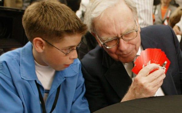 Warrent Buffett giành thời gian hằng ngày để chơi bài Bridge