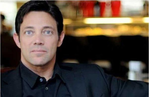Jordan Ross Belfort là một nhà diễn thuyết và cựu môi giới chứng khoán Mỹ.