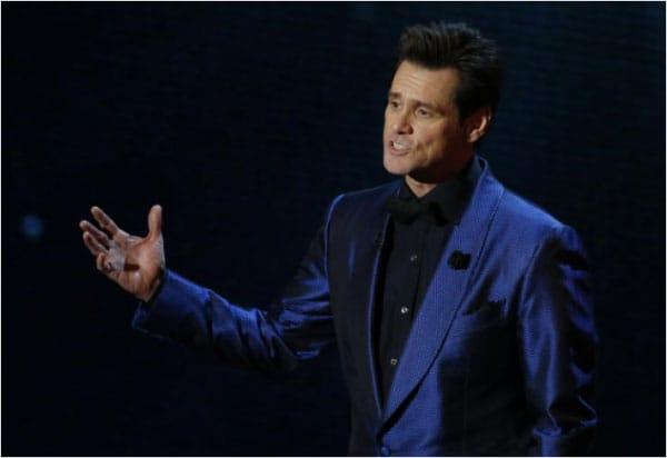 Jim Carrey là một diễn viên điện ảnh, diễn viên hài kịch, người viết kịch bản và nhà sản xuất phim người Canada đã 2 lần nhận giải Quả cầu vàng.