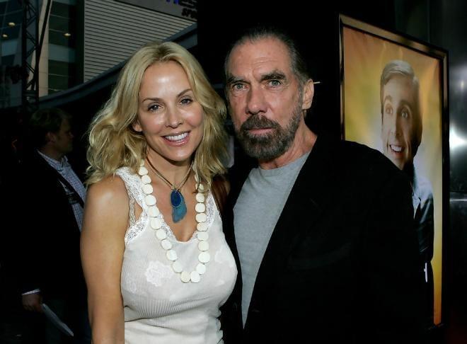 Tỷ phú cùng vợ là người mẫu Eloise DeJoria. Họ kết hôn vào năm 1993