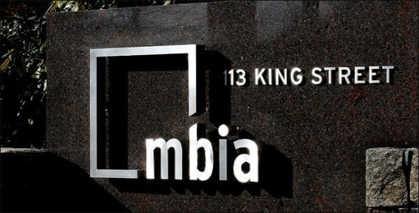 MBIA – công ty bảo hiểm cho các khoản vay thế chấp nhà rủi ro với bảng cân đối tài chính kém, song lại được xếp hạng AAA.