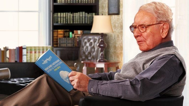 Warren Buffett đọc sách
