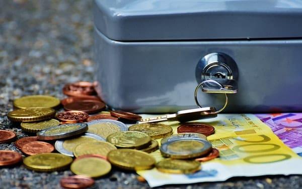 Người trưởng thành cần phải chủ động hơn trong vấn đề tài chính của họ.