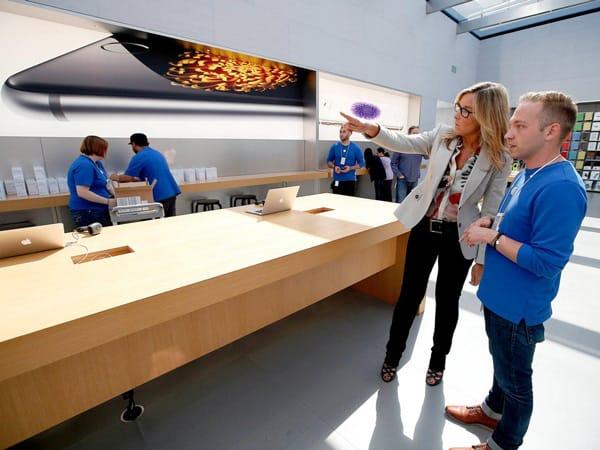 Ahrendts nâng cấp trải nghiệm mua hàng của người dùng khi kết hợp công nghệ hiện đại và phương thức bán hàng truyền thống