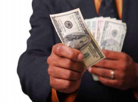 Hiểu rõ mình thường chi cho những việc gì, bạn sẽ dễ dàng kiểm soát túi tiền hơn