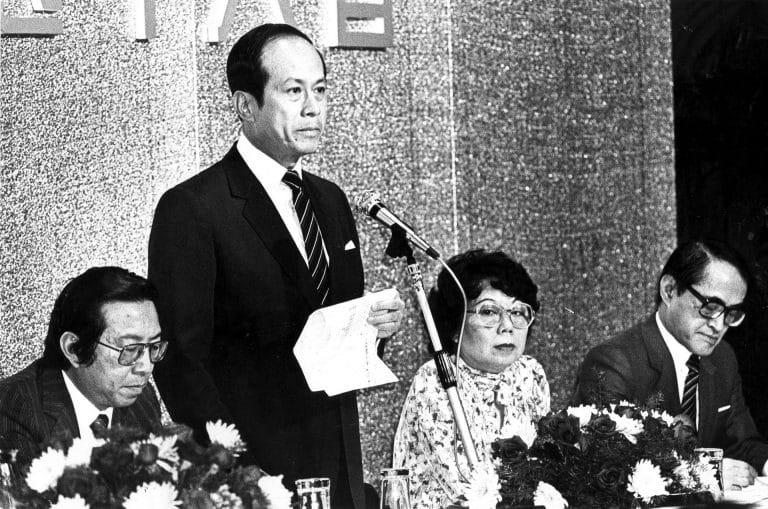 Tỉ phú Lý Gia Thành tại Cheung Kong AGM năm 1982