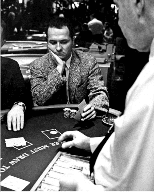Edward Thorp đếm bài ở khách sạn Tropicana