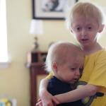 Cảm động câu chuyện hai anh em mắc bệnh lão hóa sớm - Nathan và Bennett