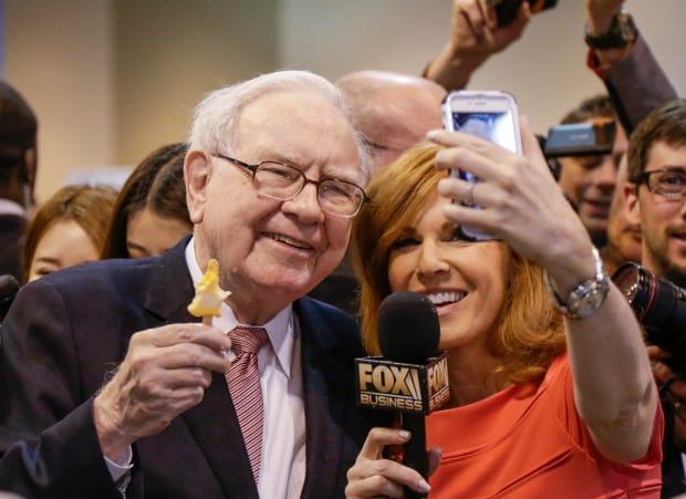 Warren Buffett truyền cảm hứng cho người trẻ. Nguồn: Fox News