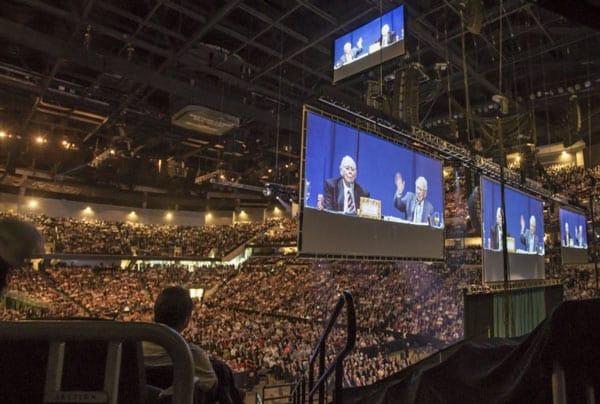 Đại hội cổ đông cổ đông Berkshire Hathaway có đến hơn 42,000 người tham dự.