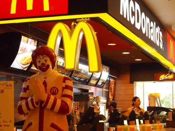 Chú hề Ronald McDonald's là linh vật của chuỗi cửa hàng đồ ăn nhanh McDonald's
