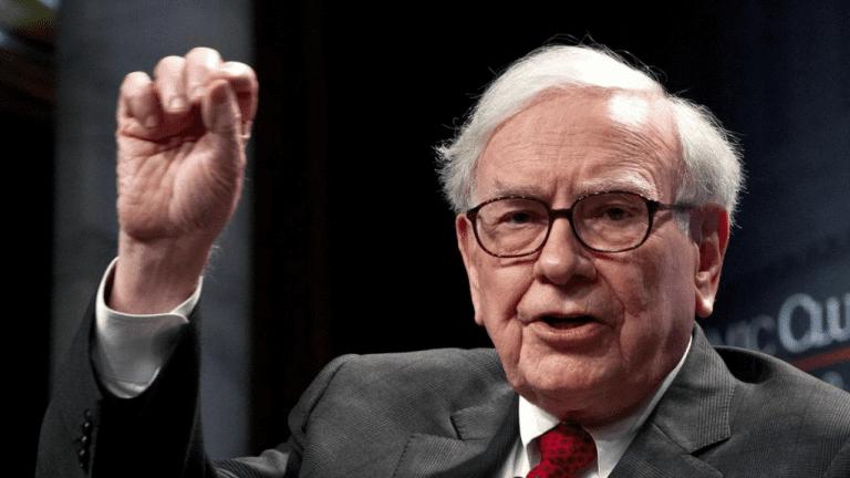 """""""Tốt hơn là nên đi chơi với những người tốt hơn bạn. Chọn ra các cộng sự có hành vi tốt hơn bạn và bạn cũng sẽ tiến theo hướng đó. """" - Warren Buffett"""