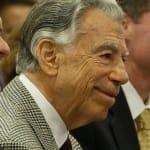 Kirk Kerkorian luôn có trong tay nhiều khách sạn, sòng bạc casino để bán khi có người hỏi mua.