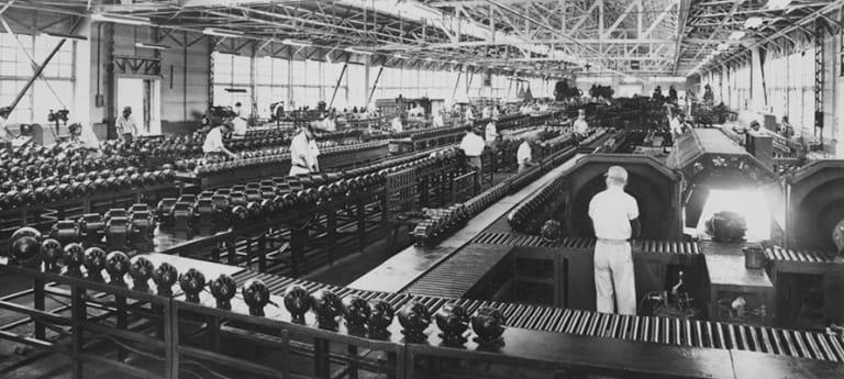 í Matsushita đã bắt đầu xây dựng những nhà máy sản xuất đầu tiên ở Mỹ, sau đó đến Đông Nam Á, châu Mỹ Latin, châu Phi...