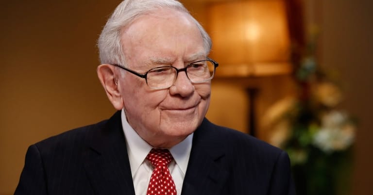 Warren-buffett-happy-live