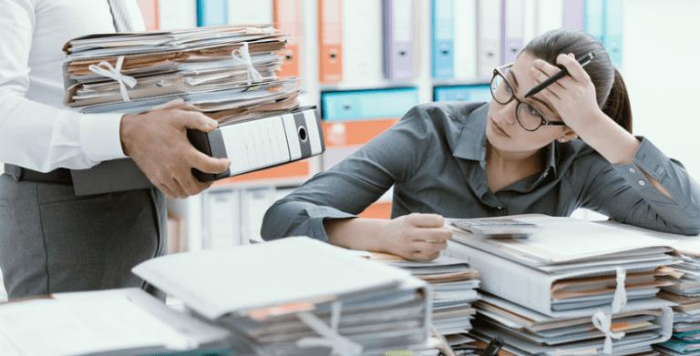 Mọi người đánh giá một đồng nghiệp thông qua sự lộn xộn trên bàn làm việc của họ.