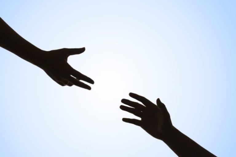 tận tâm giúp người khác