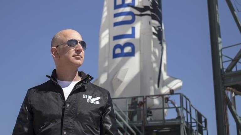 Để có thể xây dưng và phát triển Blue Origin, Jeff Bezos đã phân bổ hàng năm 1 tỷ đô la Mỹ từ Amazon cho công ty hàng không vũ trụ này của mình