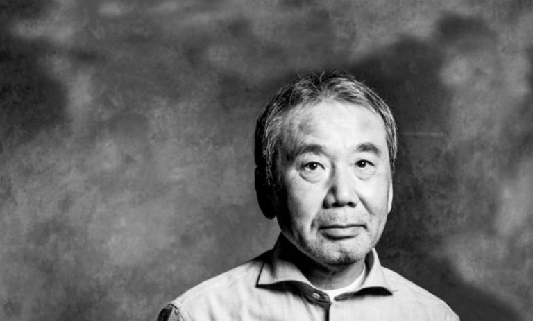 aruki Murakami có thói quen viết lách, mỗi ngày ông chỉ viết 4000 chữ, một trang giấy 400 chữ, mỗi ngày viết được 10 trang thì dừng lại.