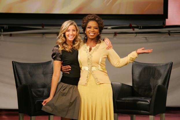 May mắn tìm đến Sara khi nữ hoàng truyền thông Oprah Winfrey giới thiệu chiếc quần của hãng là phụ kiện thời trang yêu thích của bà
