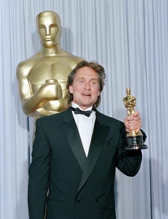 Cuộc đời của Michael Milken ly kỳ đến nổi được Hollywood làm phim và Michael Douglas nhờ nhập vai chính mà nhận được giải Oscar và Quả cầu vàng.