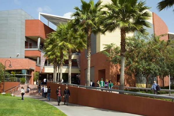 Điều đó có thể là một thiệt hại đối với các tổ chức giáo dục công, như hệ thống Đại học California, nơi nguồn ngân sách chính phủ đã liên tục bị cắt giảm trong thập niên qua.