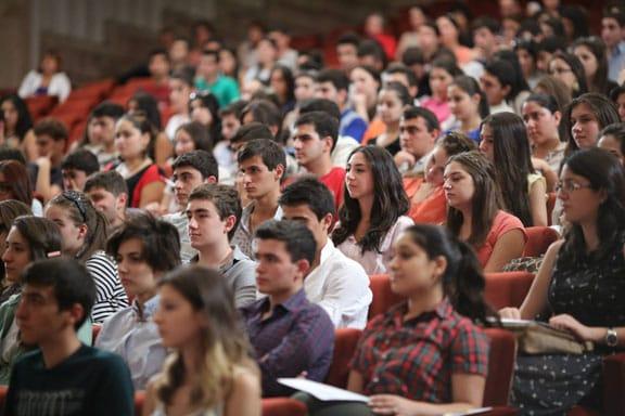 Luật cũng yêu cầu Bộ trưởng quốc phòng Mỹ phối hợp với các trường đại học về các cách thức nhằm chống lại việc đánh cắp sở hữu trí tuệ