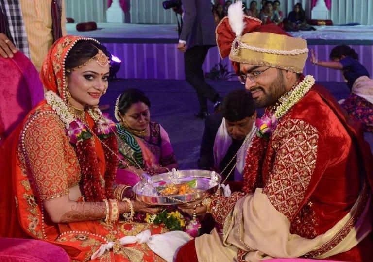 """Phong tục kết hôn từ xưa đến nay rất khó để thay đổi được, cứ cho là bạn trai của họ đồng ý cưới, nhưng cửa ải khó khăn cuối cùng lại là thể diện của người thân nhà trai, sự """"tôn trọng truyền thống"""" của họ."""