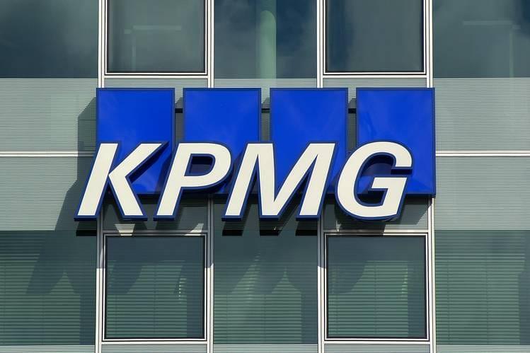 """Cuối cùng thì KPMG cũng đồng ý thu nạp 23 chi nhánh """"ở ngoài nước Mỹ"""" của Andersen với cái giá rẻ mạt là 284 triệu USD."""