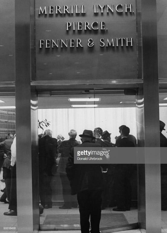 01/03/1958, công ty chính thức có tên Merrill Lynch