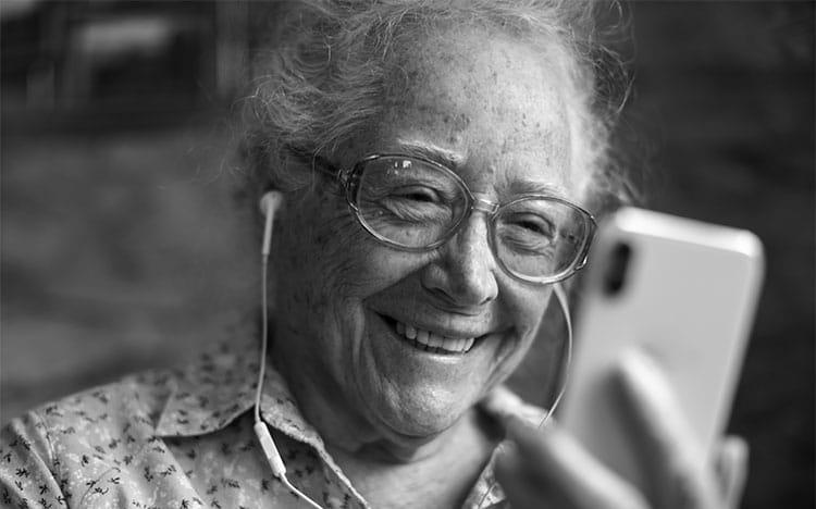 Khách hàng cao niên: Đây là lúc doanh nghiệp cần quan tâm